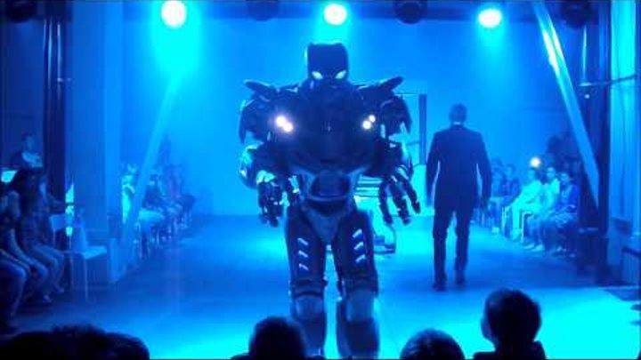 Бал роботов.Робот Титан. Титан шоу. (с) Мое.