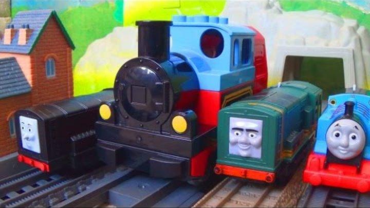 Паровозик Томас и его друзья - Кто сильнее Томас и его друзья или Лего поезд Видео для детей