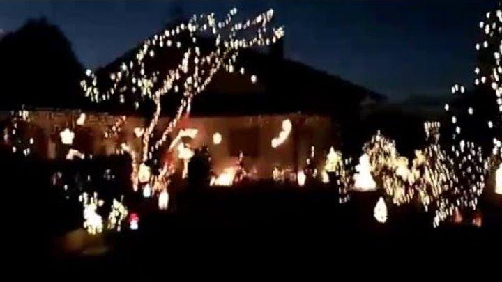 Новогоднее освещение. Два соседа соревнуються между собой у кого больше. Бавария 27.12.15
