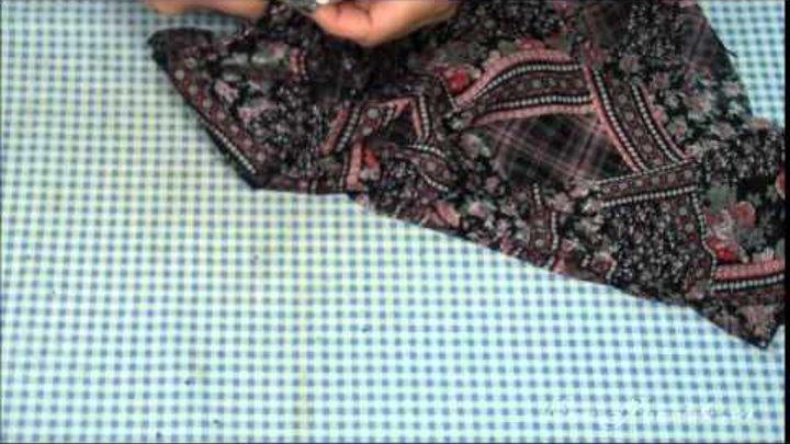 Плечевые и боковые швы в лёгком платье.