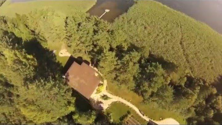 Дом на берегу озера. Вид на участок и озеро