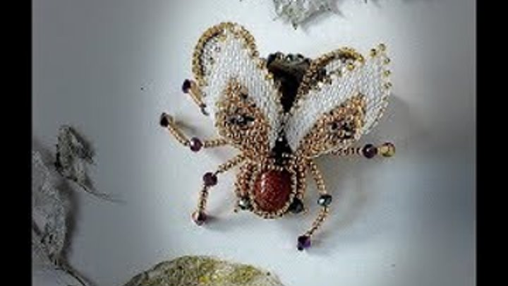 Золотой жук. Брошь с натуральными камнями