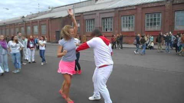 Танцы на Кастрычніцкай Сьвята вулічнага мастацтва 2016 09 17 15h52m