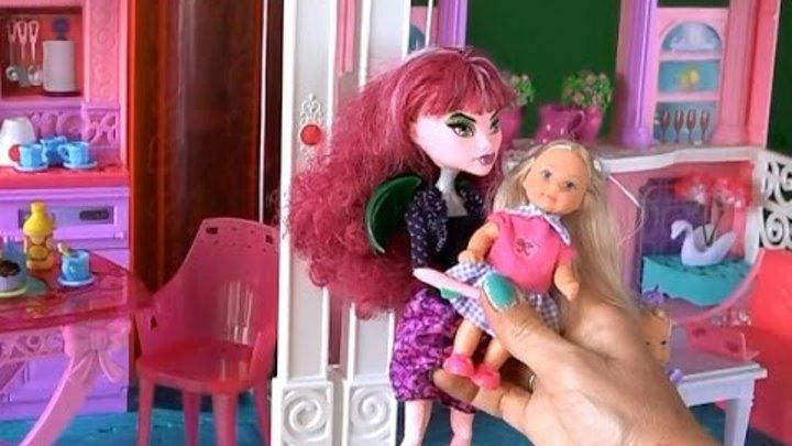 Видео с игрушками Рапунцель привела Викторию в гости к Челси и они полетали в доме Барби
