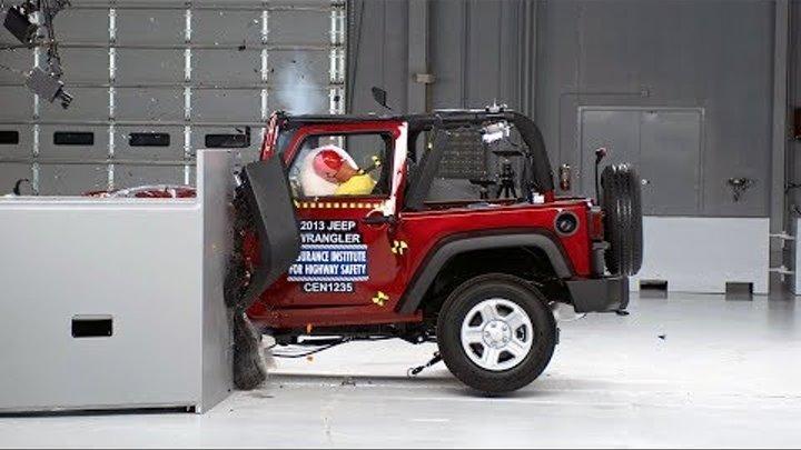2013 Jeep Wrangler 2-door small overlap IIHS crash test