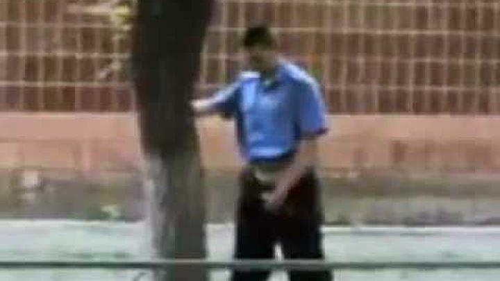последней видео писающий мент на улице конем