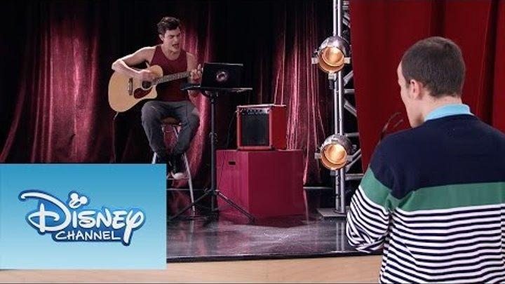 """Violetta: Momento Musical: Diego interpreta """"Ser Quien Soy"""" con la guitarra"""