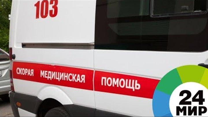 В Петербурге ветер сорвал леса с Главного штаба, есть пострадавшие - МИР 24