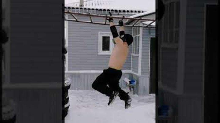 Тренировка зимой в противогазе Training in the winter in gas mask