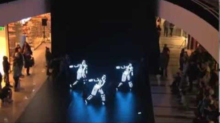 невероятное шоу в светодиодных кастюмах