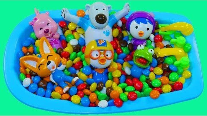 Пингвиненок Пороро Ванная конфет Ммдемс M&M's Учим цвета для самых маленьких Развивающее видео