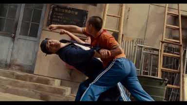 Мистер Хан защищает Дре от Чэна и его друзей Каратэ пацан 2010