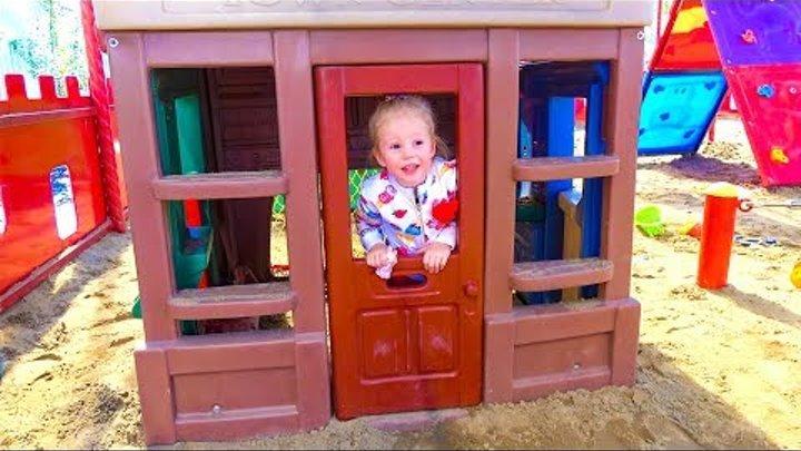 Крепыш Щенячий Патруль помогает Насте найти Сильвания Фэмили Paw Patrol and kids outdoor playground