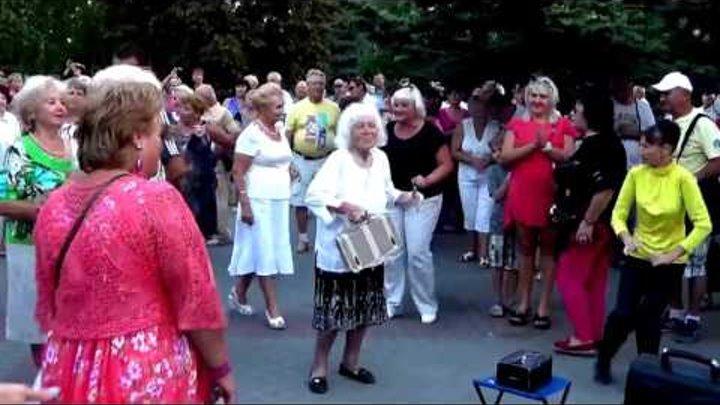 Танцы на Приморском бульваре в Севастополе. Часть 2. День выборов в Госдуму РФ 18 сентября 2016г.