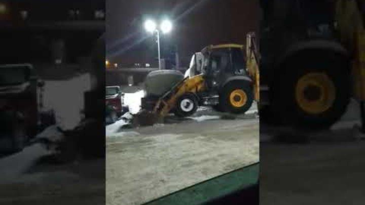 """В Саратове трактор """"едет"""" по воздуху"""