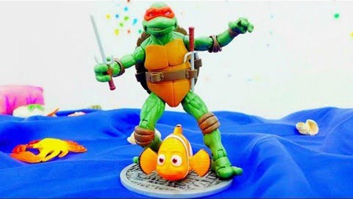 Видео про игрушки. Бой пиратов и СУПЕРгероев! Капитан Крюк VS Рафаэль! Кто победит?