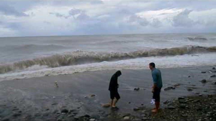 Лазаревское, Сочи, шторм на Центральном пляже