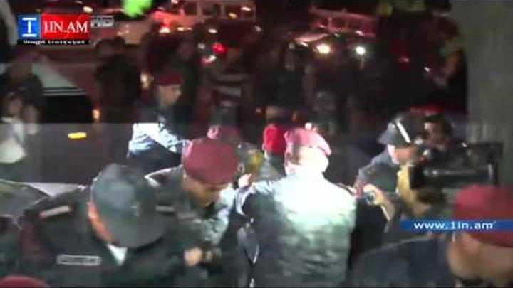 Բռնությամբ բերման են ենթարկվել «1in.am»-ի օպերատորները. Ոստիկանները վնասել է տեսանկարահանող սարքերը