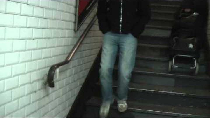 ФРАНЦИЯ: Землячки в парижском метро... France Paris