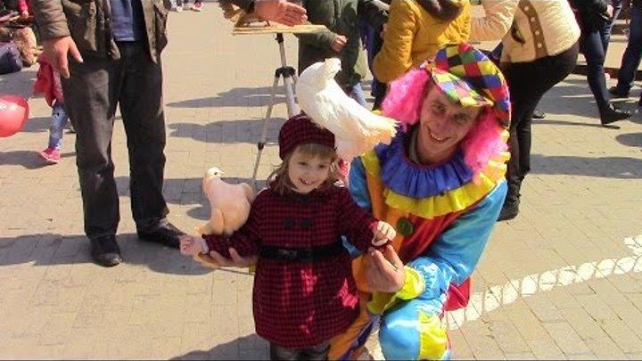ВЛОГ 1 Апреля в Одессе Юморина 2017 Катаемся на лошади Фото с голубями Fool's Day in Odessa