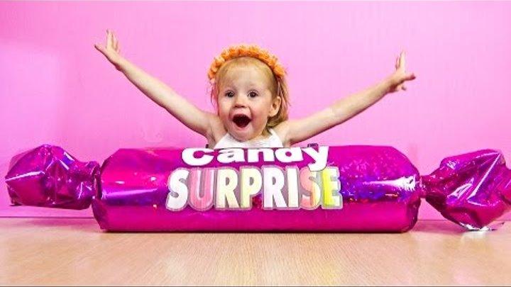 Огромная конфета с сюрпризом. Видео про Киндер игрушки, приколы и сюрпризы.