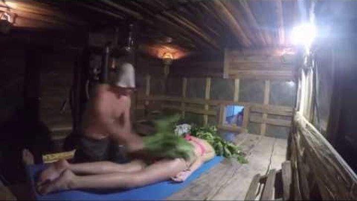 Парение девушки в русской бане