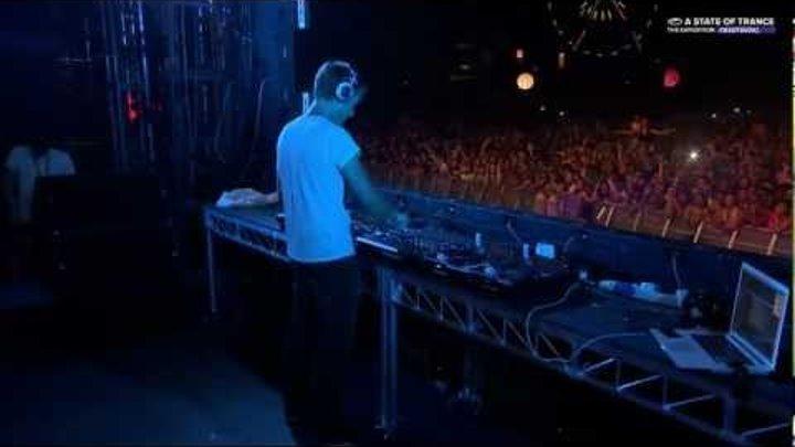 [HD] Armin van Buuren playing Serotonin Joyride (M&M Mashup) at ASOT 600 Kuala Lumpur 2013-03-15