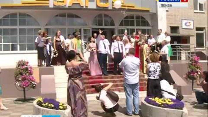 В Пензе в День Петра и Февронии заключили брак две пары