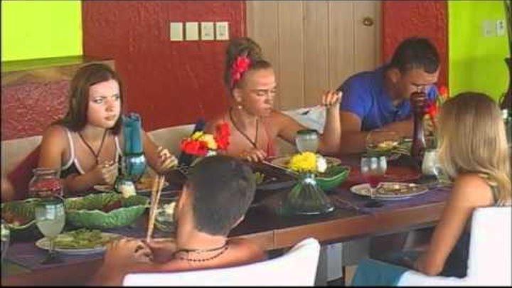 Сара Окс стебется над Настей Каникулы в Мексике