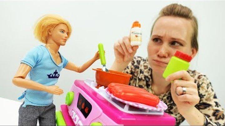 #Барби заболела! Игры в доктора: Кен лечит Барби от кашля. Мультик Барби для девочек на #Мамыидочки
