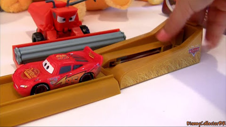 Tractor Tipping Track Set Playset Tractors Tippin Frank in Radiator Springs Disney Pixar Cars
