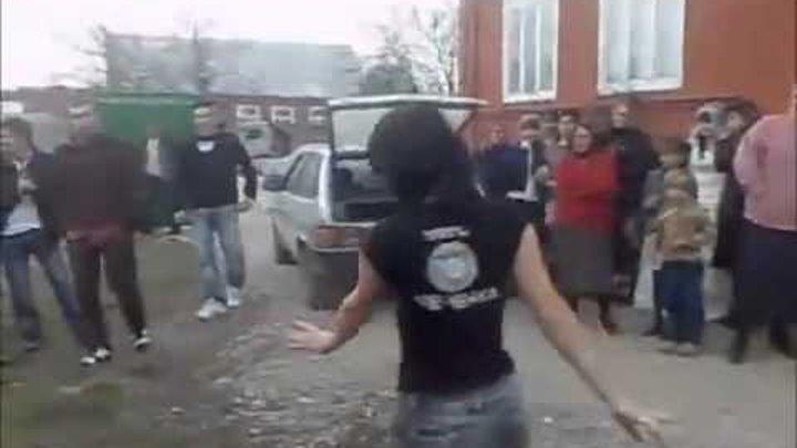 Мужчины Штабелями Падают От Такой Чеченки Онлайн Просмотр Видео