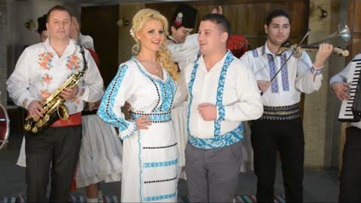 Suzana Toader Si Mihai Gheban Joaca Nanasa Cu Finu Formatie Nunta Oradea