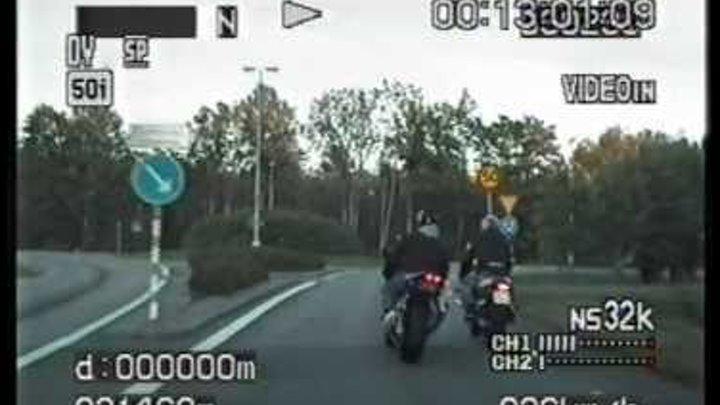 Yamaha R1 vs Police (SAAB 9-5 Aero)