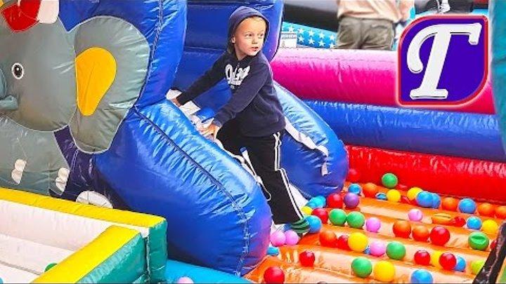 Детские Надувные Батуты Весёлые Игры Развлечения в Парке Вертолёт Влог МАКС И МНОГО ИГР Для Детей