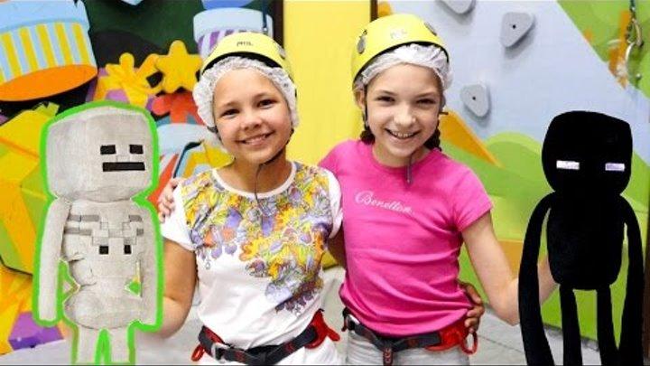 Приключения лучших подружек Насти и Светы. Развлечения для детей - соревнования на скалодроме.