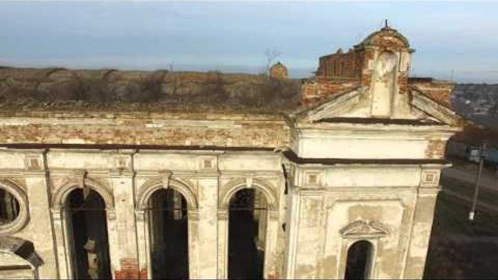Развалины собора Пресвятой Троицы в пгт Лиманское с высоты птичьего полета 13 декабря 2015 года