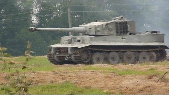 Немецкий танк PzKpfw VI Tiger на ходу (реплика) / PzKpfw VI Tiger on the move (replica)