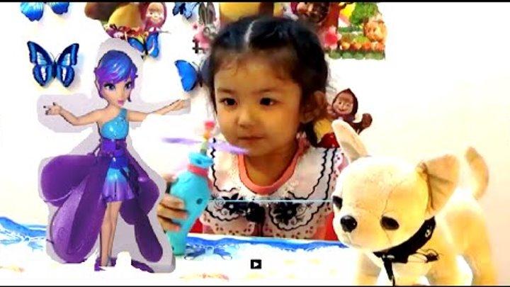 Фея Динь Динь открывает много игрушек
