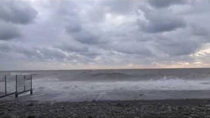 """Шторм на пляже санатория """"Одиссея"""". Лазаревское в сентябре 2014 г. Lazarevskoe - SOCHI - RUSSIA"""