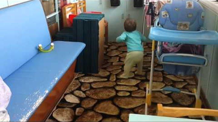 Ребенок танцует под Рандеву (Stromae)