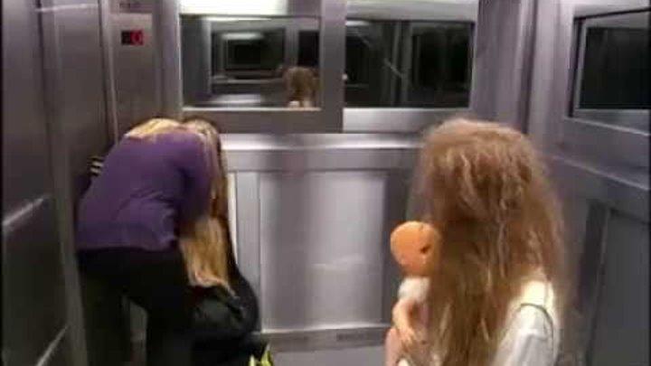пристали к девушке в лифте видео теперь