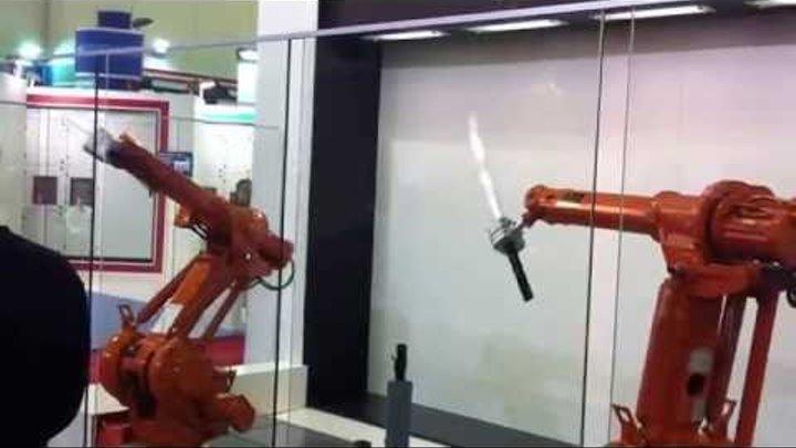 Бой роботов на катанах!