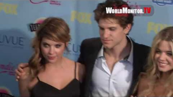 'Pretty Little Liars' Cast arrive at 2013 Teen Choice Awards Press Room with Surfboard