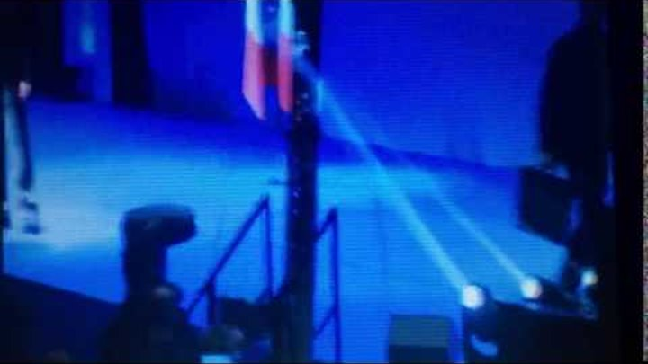 В Париже во время выступления Марин Ле Пен попытались на неё напасть