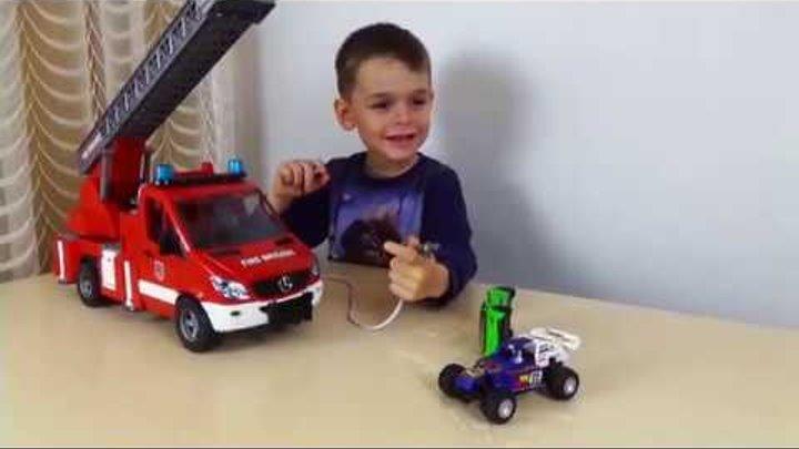 Машинки для Мальчиков Пожарная Машина Брудер тушит Пожар Играем в пожарных