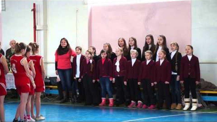 Кольорові парасольки ,,співають на спортивному святі у школі№13