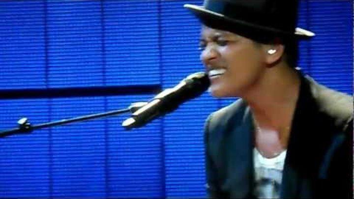 Bruno Mars - It Will Rain (Final Performance) Ft Skylar Grey at Brixton Academy, London
