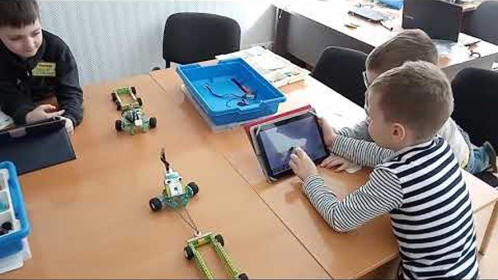 Детский центр робототехники Умник - Битва роботов тягачей часть 1 и 2