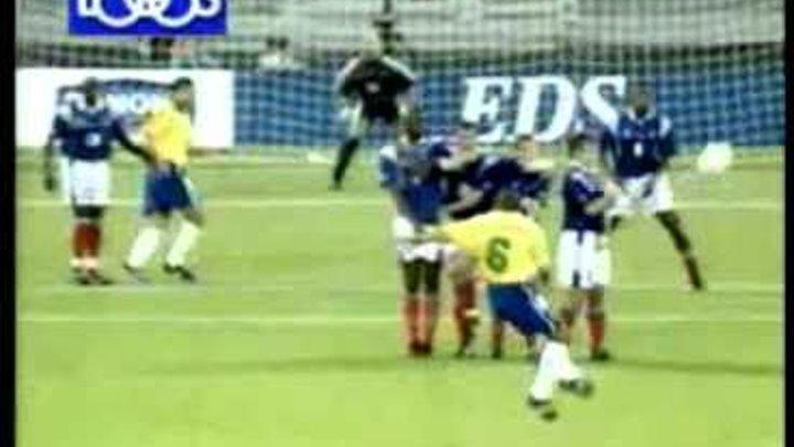 World-soccer.ru Самый Лучший Гол Роберто Карлоса.mp4